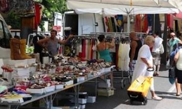 Massa, mercato. La Lega Nord in piazza.