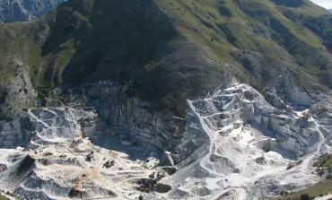 Carrara: nuovo incidente alle cave, operaio travolto da una lastra di marmo