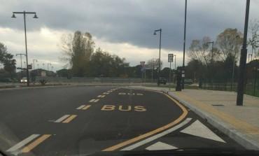 """Articolo Primo: """"Mancano panchine e coperture alle fermate autobus all'ingresso del NOA"""""""