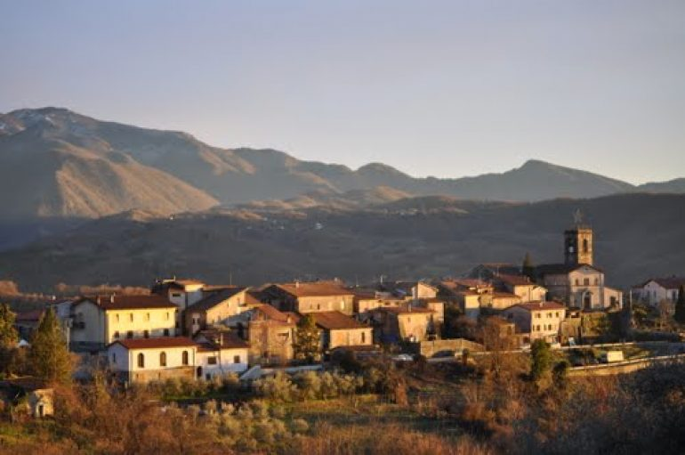 Allarme furti: svaligiate tre case a Moncigoli