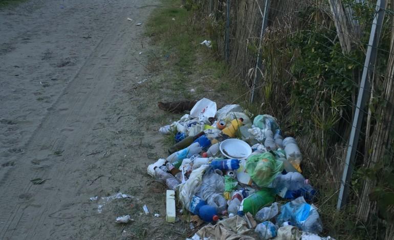 """Marco Amorese (FdI): """"Sporcizia e rifiuti bruciati sulle nostre spiagge. Le amministrazioni devono intervenire"""""""