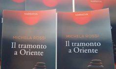 """Il """"Tramonto a Oriente"""" dell'autrice apuana Michela Rossi arriva al Caffè Morin di Forte dei Marmi"""