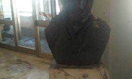 """MASSA - Oltraggio alla statua del partigiano """"Vico"""""""
