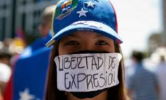 """POLITICA INTERNAZIONALE - Le piazze piene e le """"cose buone"""" di Maduro"""