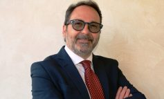 MASSA - Il Sindaco Persiani riceve la tessera dell'Associazione Apuana Italia - Israele Massa Carrara