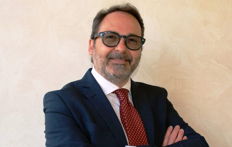 MASSA – Il Sindaco Persiani riceve la tessera dell'Associazione Apuana Italia – Israele Massa Carrara